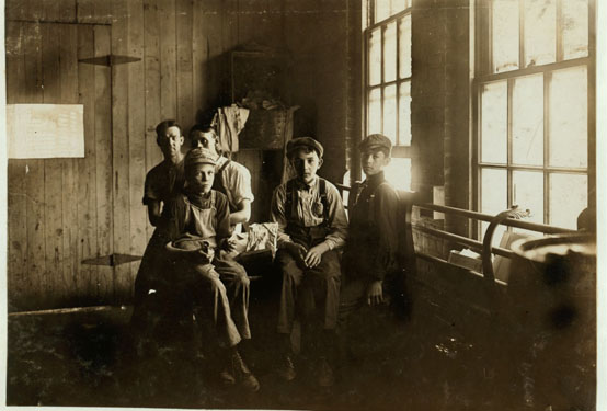 Analysing Photographs - Family History Courses - GI 19 710